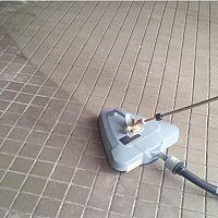 Jak vyčistit zámkovou dlažbu od oleje a mastnoty