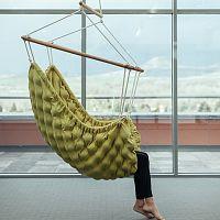 Interiérové houpací křeslo pro dokonalý odpočinek