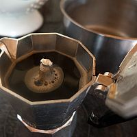 French press, Aeropress, Moka kávovar a Dripper – alternativy kávovarů