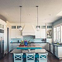 Moderní kuchyně do tvaru U