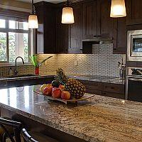 Kuchyňská pracovní deska z přírodního nebo umělého kamene