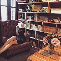 Designové knihovny do obýváku