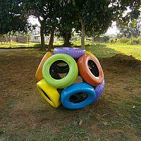 Dětské hřiště z pneumatik