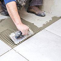 Špárovačka – jak vybrat škárovací hmotu na dlažbu, kámen, cihlový obklad