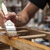 Olej nebo vosk na dřevo a dřevěný nábytek? Přírodní, tuhý, včelí?