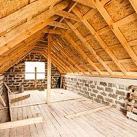 Jak snížit teplotu pod střechou v podkroví