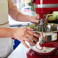 KitchenAid Artisan recenze. Kuchyňský robot má bohaté příslušenství
