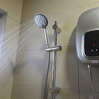 Bojler nebo průtokový ohřívač vody? Přímý ohřev vody v koupelně