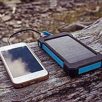 Solární nabíječka na mobil, notebook nebo autobaterii? Recenze pomohou