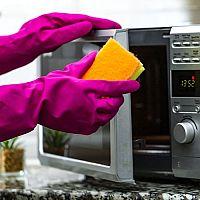 Jak prodloužit životnost mikrovlnky? Praktické rady, které vám pomohou