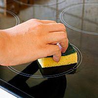 Jak jednoduše vyčistit sklokeramickou desku?