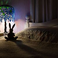 Tiffany lampy a lustry do interiéru