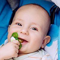 Dudlík pro novorozence – ano, nebo ne? Kdy dát miminku dudlík a jak ho naučit na dudlík