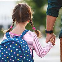 Školní potřeby pro prváka – taška, sešity, desky a obaly na sešity, penál i školní pomůcky