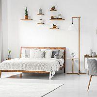 Přehozy na manželskou postel jsou velmi praktické. Vyhýbejte se levným materiálům