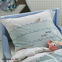 Povlak na polštář Covers & Co Fish 60x70 cm barevná