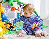 Hrací podložky a deky na hraní s hrazdičkou či tunelem. Praktické pomůcky i pro vaše děti