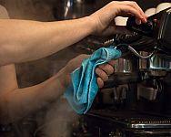Údržba pákových a automatických kávovarů. Důležité je nejen čištění, ale i odvápňování