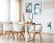 Jak vybrat nejlepší jídelní stůl i do malé kuchyně? Oblíbené jsou rozkládací, ale také sety se židlemi