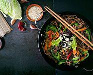 Nejlepší originální wok pánve? Recenze chválí značky Tefal, Tescoma či Delimano