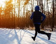 Jak se obléct na běhání v zimě během chladných dní?