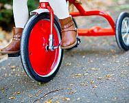 Jak vybrat nejlepší dětskou tříkolku? Zkušenosti doporučují tříkolky s vodicí tyčí