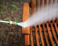 Ošetření dřevěného nábytku či altánku před zimou