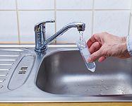 Jak zjistit kvalitu vody a jak získat mikrobiologický rozbor zdarma?