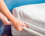 Nepromokavé chrániče matrací a podložky na matraci prodlouží jejich životnost