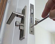 Jak vyměnit zámek ve dveřích? Jak vyměnit fabku bez klíče?