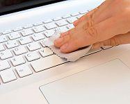 Jak čistit klávesnici počítače? Čisticí hmota, sprej, guma nebo jiný přípravek na klávesnice?