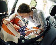 Bezpečné cestování s miminkem v autě – odkdy je vhodné, co miminko a klimatizace, co vzít s sebou