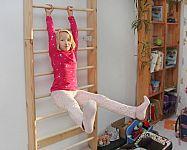 Kovové a dřevěné žebřiny do dětského pokoje na cvičení. Jaká je cena a vhodné rozměry?
