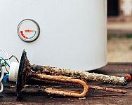 Jak vyčistit bojler? Pomůže odstranění vodního kamene, vypuštění i chemické čištění