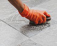 Jak vyčistit dlažbu od spárovačky? Čištění obkladu, spár mezi obkládačkami nejen v koupelně