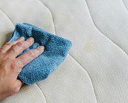 Jak vyčistit matraci od potu, zápachu, roztočů, moči, krve či plísně? Zkuste sodu bikarbonu