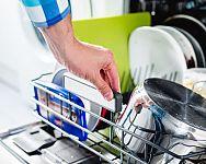 Výhody a nevýhody myček nádobí: Životnost, spotřeba vody, rady