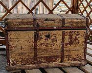 Dřevěná truhlice je skvělá na uskladnění hraček, prádla, ale i na sezení