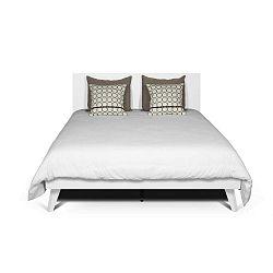 Bílá postel s nohami z masivního dřeva TemaHome Mara, 180 x 200 cm