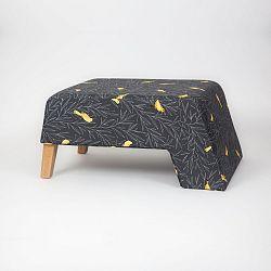 Černá podnožka s dřevěnými nohami Kate Canarito