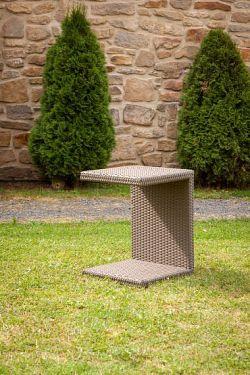 Dimenza Zahradní ratanový odkládací stolek k lehátkům - hnědý