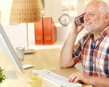 Jaký mobil pro seniory? Co nabízejí operátoři