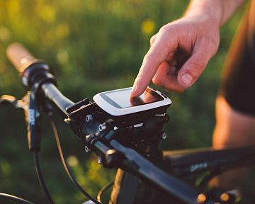 Jakou cykloelektroniku si opatřit? Sporttester, tachometr i navigaci