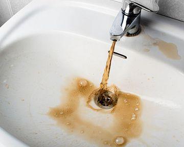 Rezavá voda z vodovodu – příčiny kalné pitné vody