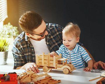 Dřevěné hračky pro děti na tahání, tlačení, do kuchyňky. Vyzkoušejte Montessori či Woody