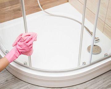 Jak vyčistit sprchový kout (sklo a sprchovou vaničku) od vodního kamene