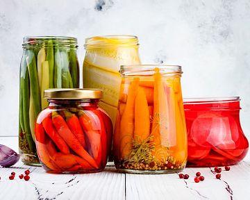 Jak sterilizovat sklenice na zavařování? Zkuste mikrovlnku, troubu nebo myčku nádobí
