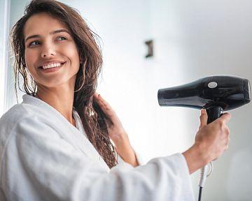 Jak vybrat domácí nebo cestovní fén na vlasy? Nejlepší je s ionizátorem.